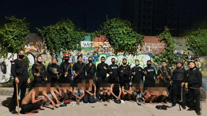Polisi Tangkap 12 Anggota Geng Motor Bersenjata di Slipi