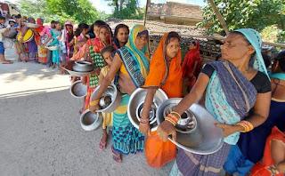बाढ़ की तबाही के बीच स्त्रियों की समस्याएं