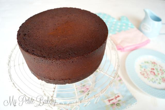 Bizcocho de Chocolate fácil, esponjoso y jugoso (Para tartas de Fondant o Layer Cakes)