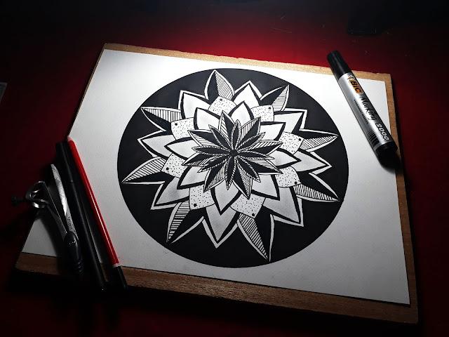 simple mandala wtih two colors - black and gray