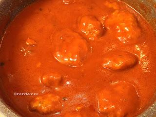 Chiftele cu sos de bulion marinate reteta de casa traditionala cu carne tocata de porc tomat rosii retete culinare mancare chiftelute parjoale,