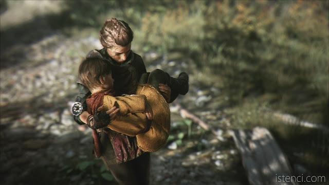 A Plague Tale: Innocence: Amicia yürümekten yorulan kardeşi Hugo'yu kucağında taşıyor.