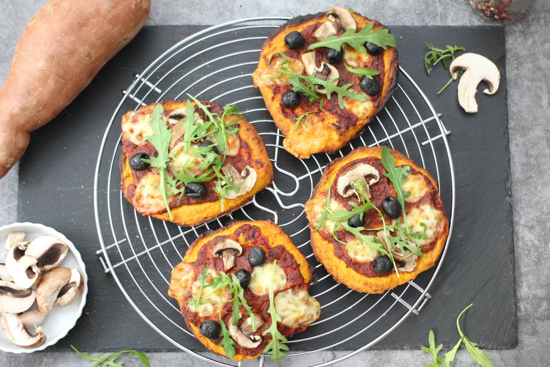 Süßkartoffelpizza mit Gemüse