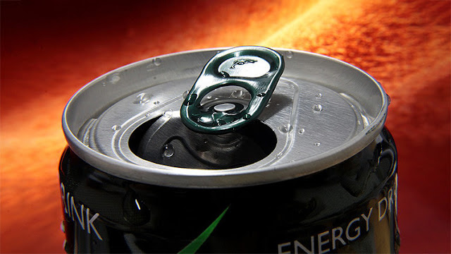 Efectos chocantes: Toma bebidas energéticas durante tres semanas y lo paga muy caro