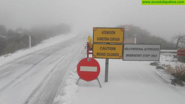 La carretera del Roque sigue cortada por la nieve