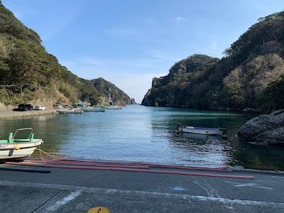 石廊崎遊覧船乗り場のある入り江
