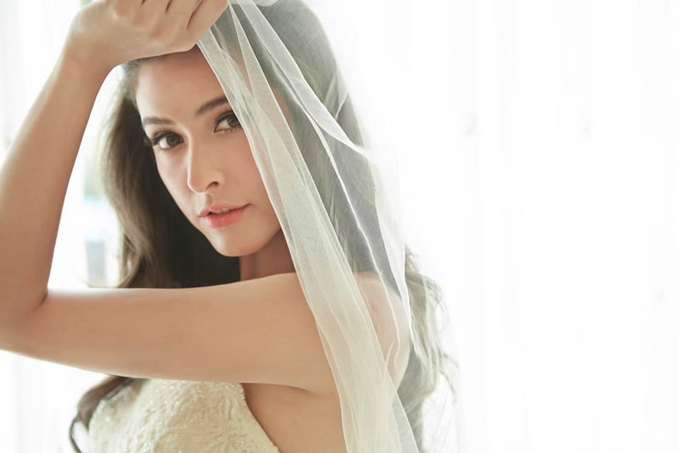 """""""ศรีริต้า เจนเซ่น นิตยสาร WEDDING GURU"""""""