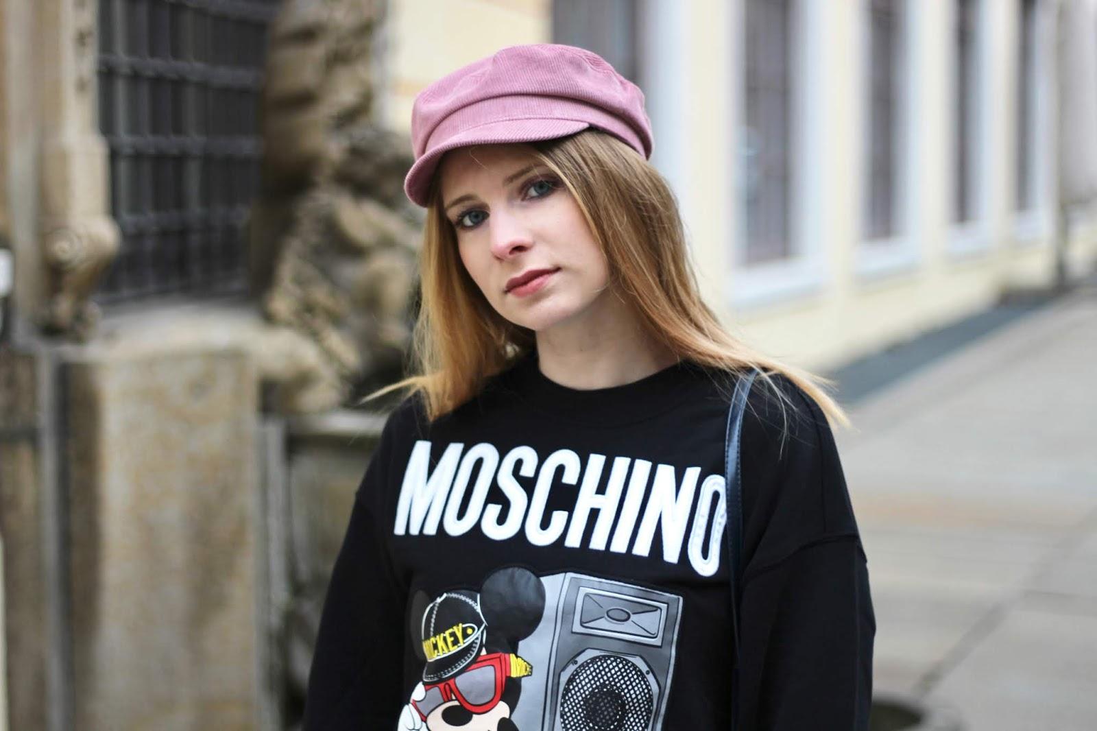 kaufen damen echte Schuhe Outfit: H&M x Moschino Mickey Mouse Sweater | The ...