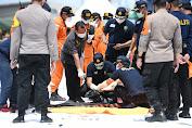 Hari ke 3 : Tim Gabungan BASARNAS, TNI- Polri Temukan Lagi Potongan Bagian Tubuh di TKP Lokasi Jatuhnya Pesawat SJ-182