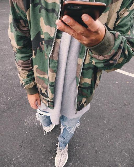Look Masculino com cores neutras e camuflado