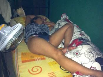 foto tante lagi tidur bugil