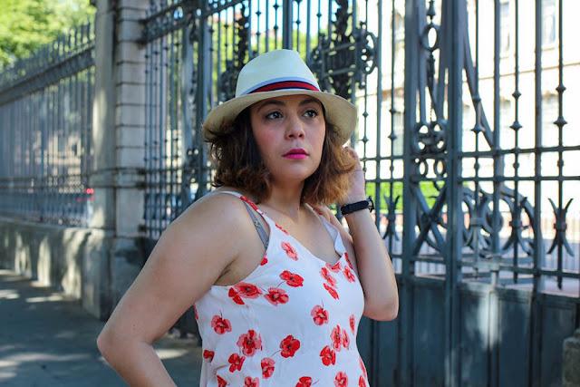 photo portrait femme au chapeau