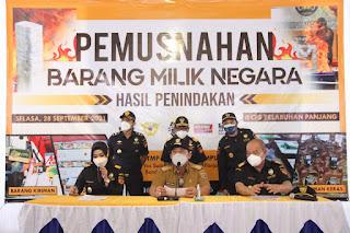 Gubernur Arinal Djunaidi Lakukan Pemusnahan Barang Milik Negara Hasil Penindakan oleh Kantor Bea Cukai Bandar Lampung