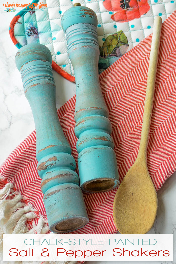 Chalk-Style Painted Salt and Pepper Shakers: the perfect thrift store before and after project!