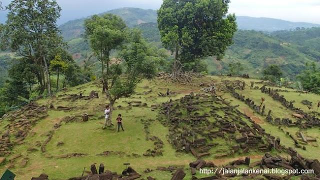 Ke Gunung Padang Naik Sedan