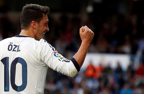 Mesut Oezil chẳng tốt đẹp trong màu áo số 10