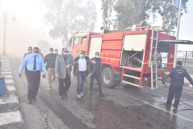 محافظ أسيوط يتفقد حريق ببعض الأشجار والمخلفات على ترعة الابراهيمية بحي غرب