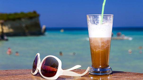 Espresso, freddo vs φραπέ: Οι καλύτεροι καλοκαιρινοί καφέδες