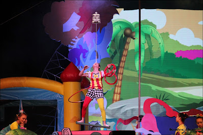 Juggling plank sirkus di Trans Studio Bandung