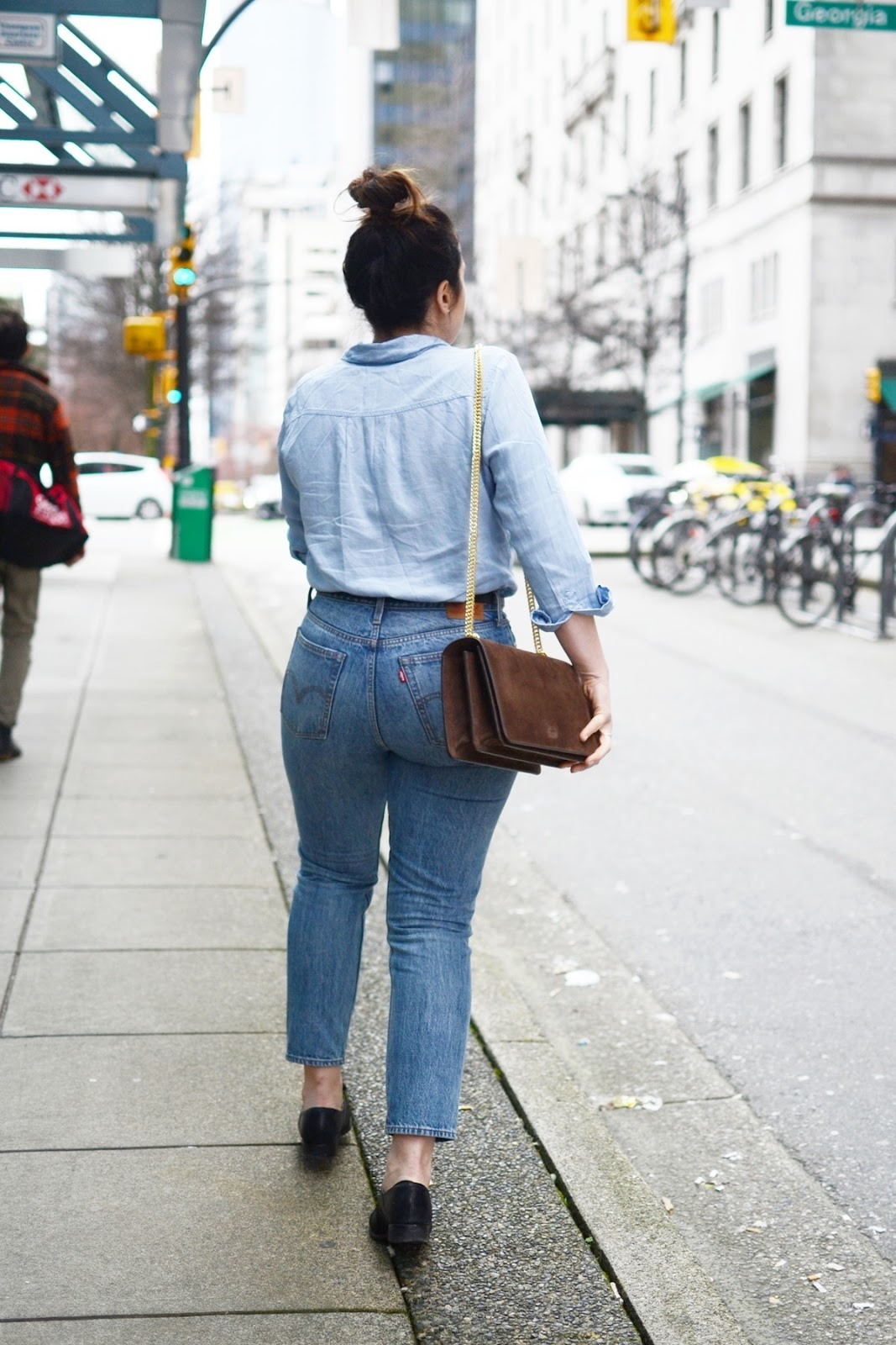 Denim outfit levis wedgie jeans AGNEEL sophie bag vancouver fashion blogger 4