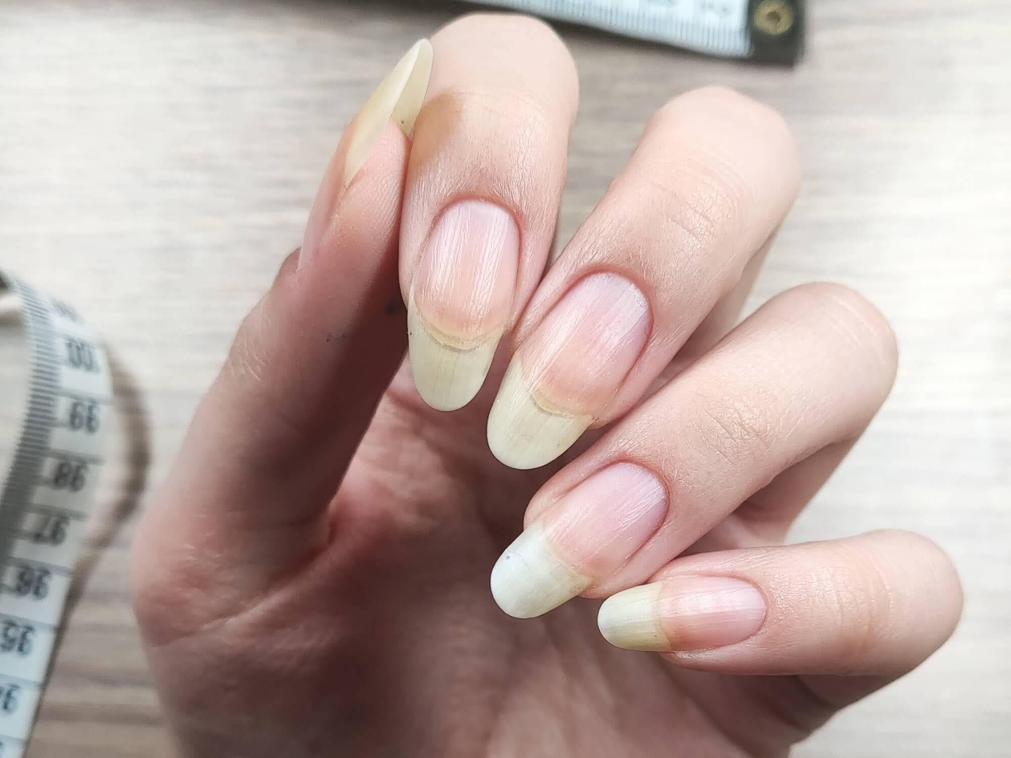 długie naturalne paznokcie