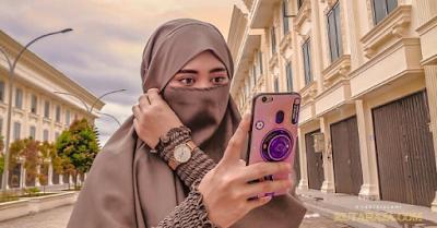 cewek muslimah Untuk Bisa Jadi Pribadi Yang Baik Maka jagalah Pergaulanmu Dan Ibadahmu
