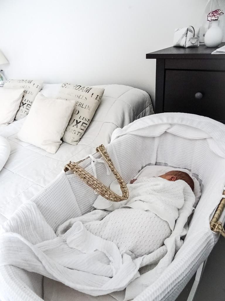 Bebiboo unipesä, kehto, mooseskori, kaksio, uni, vauvavuosi, vauva, nukkuminen, nukkumajärjestelyt