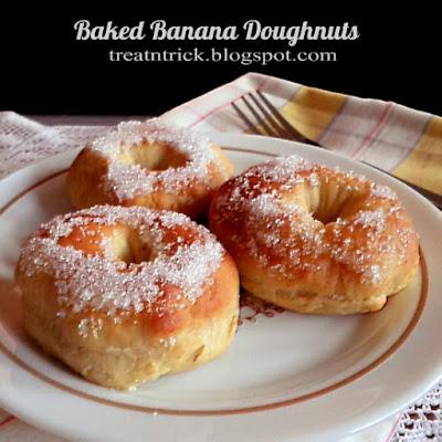Baked Banana Doughnuts Recipe @ http://treatntrick.blogspot.com