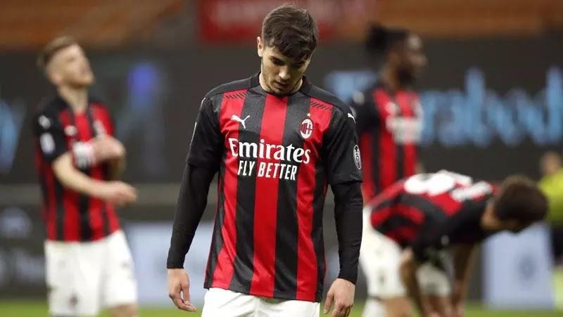 Dikalahkan Napoli, Milan Lupakan Scudetto