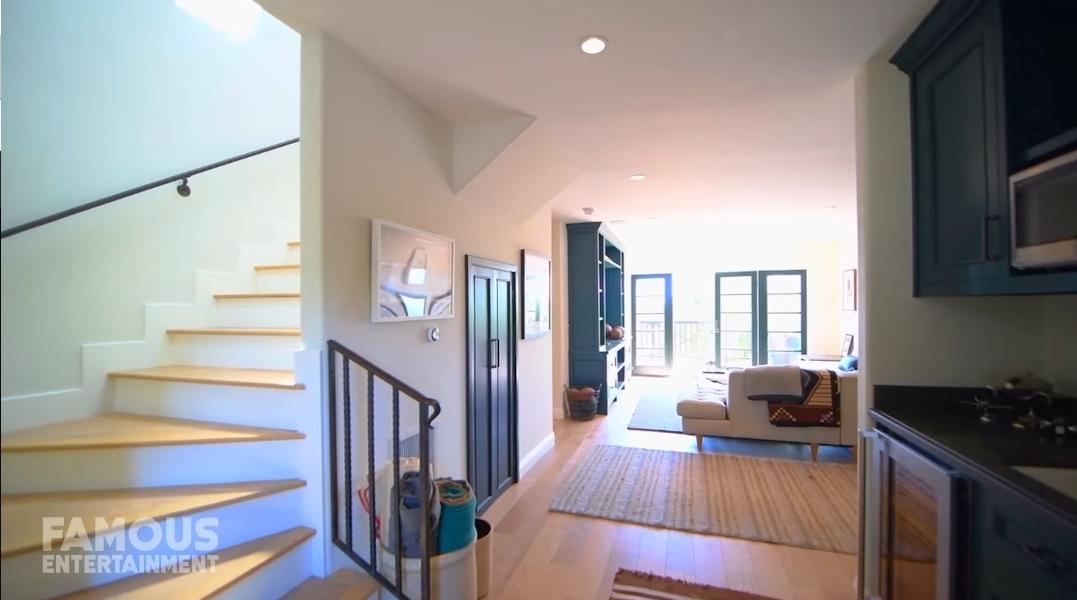39 Interior Design Photos vs. Regina King's Hollywood Mansion Tour