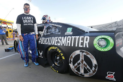 https://www.nau.ch/sport/motorsport/nascar-bubba-wallace-startet-im-black-lives-matter-design-65722021