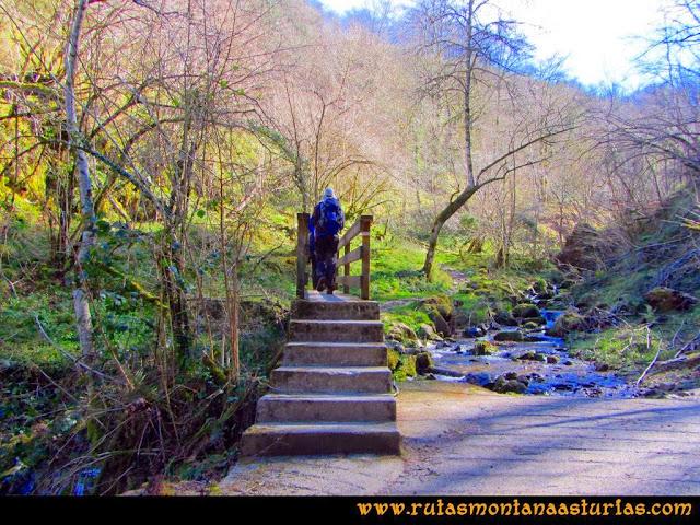 Ruta Pico Vízcares: Puente de camino a la majada Cureñu