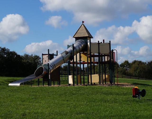Die Tolk-Schau: Ein spannender Familien-Freizeitpark für Groß und Klein. Es gibt genug Spielplätze für Groß und Klein.