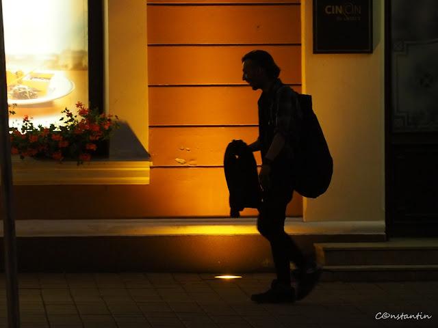 Silueta - Sursã de luminã artificialã în fundal - blog Foto-Ideea