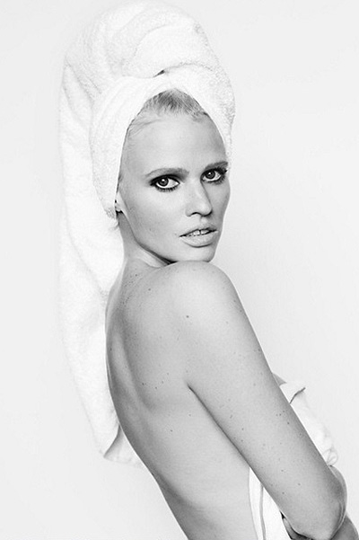 Lara stone of this photo Mario Testino