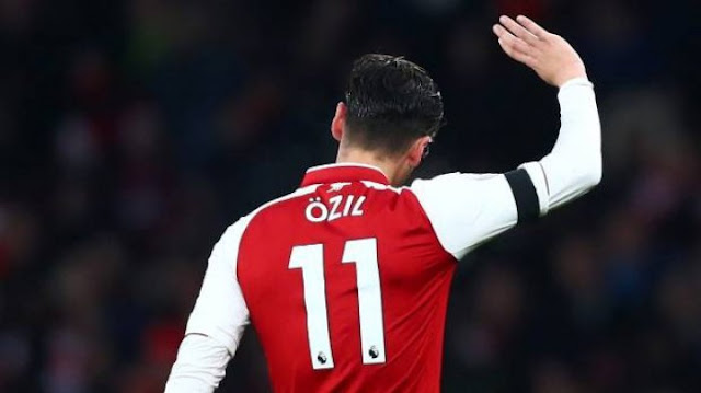 Dapat Nomor Punggung Baru, Mesut Ozil Langsung Pamer pada Rekan Setimnya di Arsenal