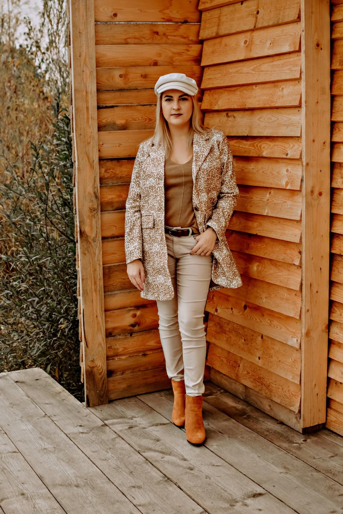 Camelowy płaszcz żakietowy Bonprix