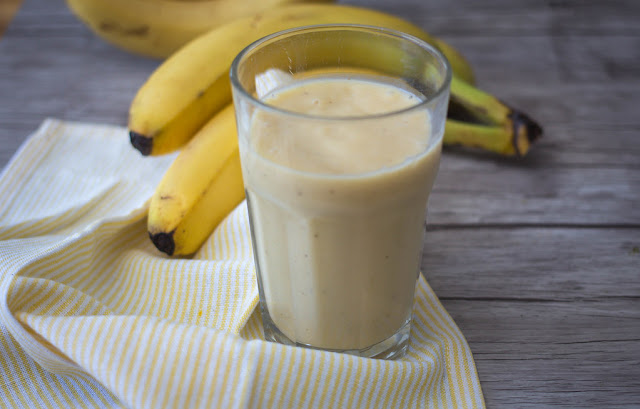 banana-smoothie-breakfast