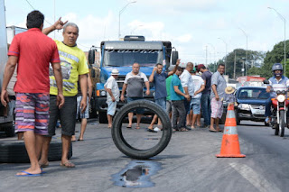 Caminhoneiros estudam nova greve por causa da alta de 13% do diesel