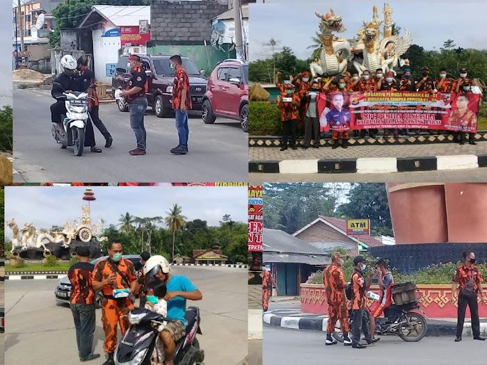Ketua MPC dan Jajaranya Turun ke Jalan Bagikan Masker di Tiga Tempat.