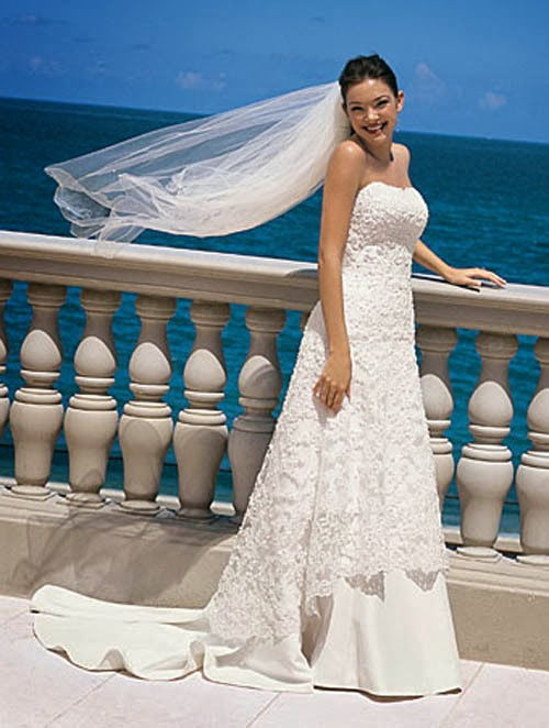 Beach and Lace Wedding Dresses - Your Simple Choice to Your Beach Wedding