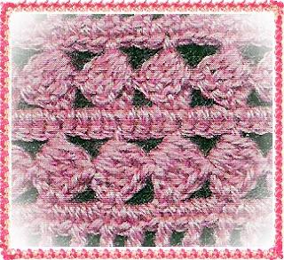 фото Вязаный розовый пуловер рючком