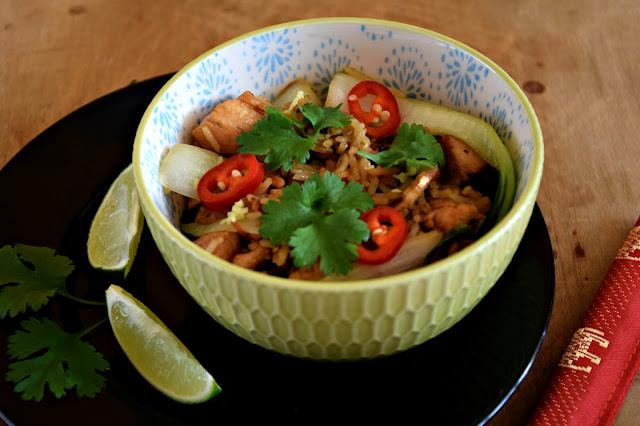Kurczak ze smażonym ryżem i pak choi