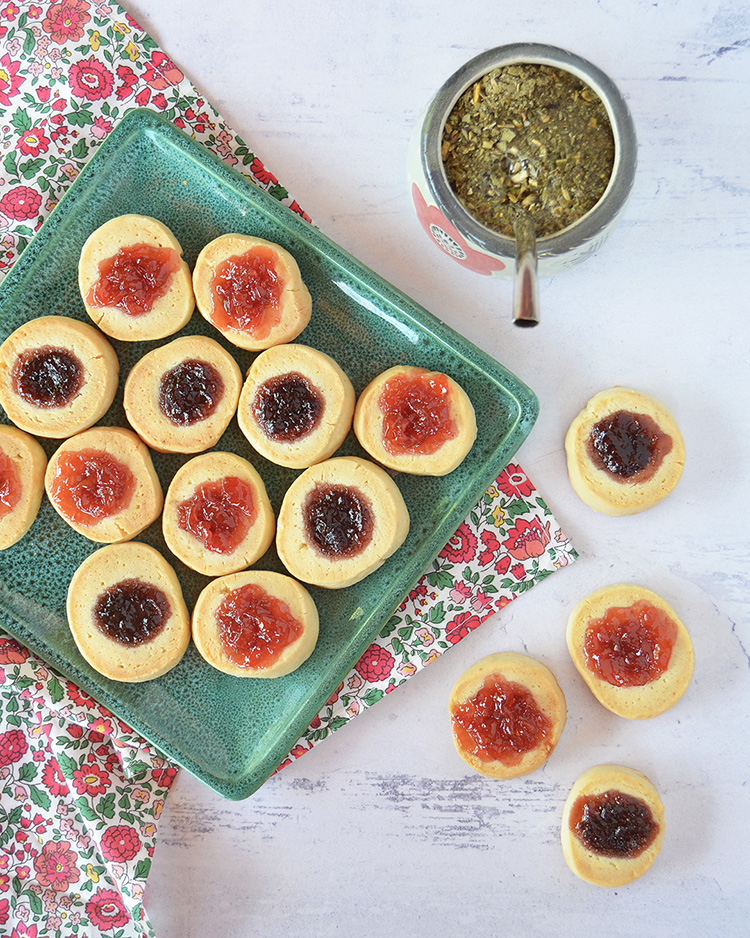 Pepas con guindas y frutillas