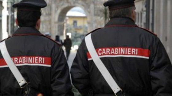 Napoli, coppia di anziani accoltellata in casa