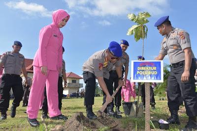 Dirpolairud Polda Jambi Beserta Personil Dan Bhayangkari Tanam Pohon Penghijauan Di Pos Marnit Angso Duo