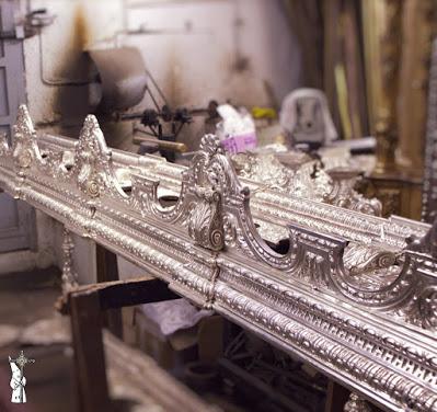 La Hermandad de Santa Cruz de Sevilla restaurará los respiraderos de paso de la Virgen de los Dolores