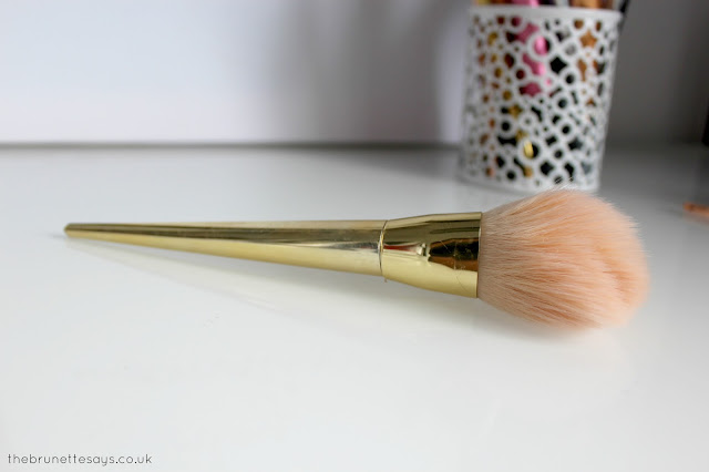 makeup brushes, makeup tools, cleaning makeup brushes