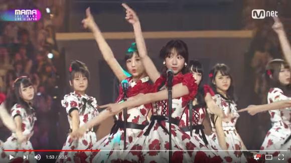 AKB48 sofre duras críticas ao se apresentar com idols sul-coreanas