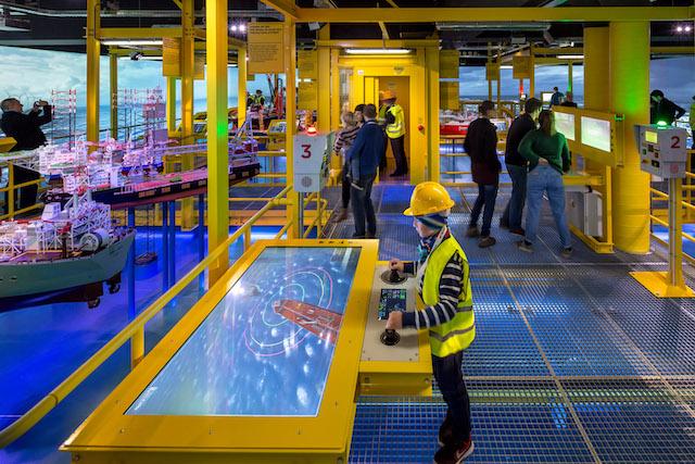 Museu Marítimo em Roterdã - crianças a brincar no acervo